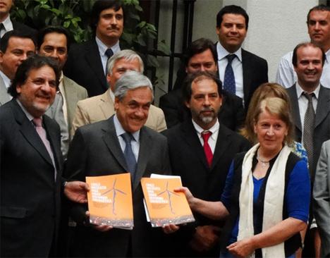 Entrega de la propuesta al Presidente Piñera