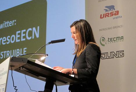 Inés Leal, directora del Congreso, leyendo las conclusiones del mismo