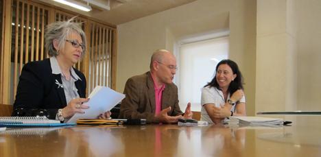 Pilar Pereda, secretaria del COAM, Jorge Zanoletty, presidente del WOF y Mar Gandolfo, responsable de formación de alumbrado de Philips.