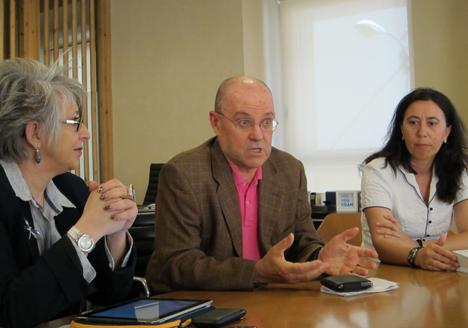 De izquierda a derecha, Pilar Pereda, secretaria del COAM, Jorge Zanoletty, presidente del WOF y Mar Gandolfo, responsable de formación de alumbrado de Philips.