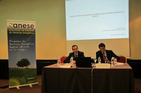 Rafael Herrero, presidente de ANESE junto a Pedro Antonio Prieto, Jefe del Departamento de Doméstico y Edificios del Instituto para la Diversificación y Ahorro de la Energía (IDAE)