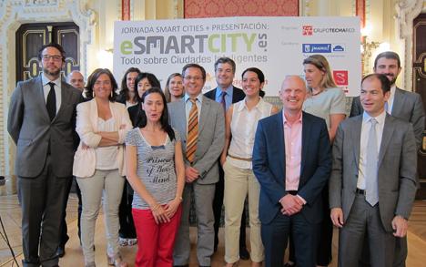 Los ponente de la jornada junto a los patrocinadores del nuevo portal