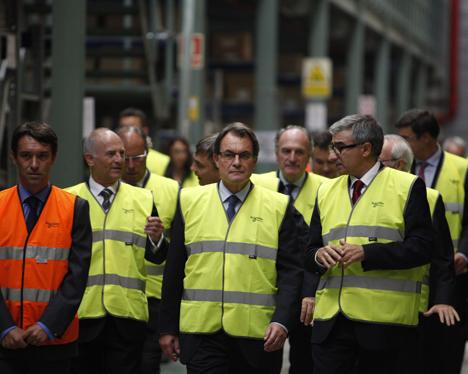 Artur Mas, presidente de la Gerenalitat de Cataluña, junto a Julio Rodríguez, Vicepresidente Ejecutivo de Operaciones de Schneider Electric
