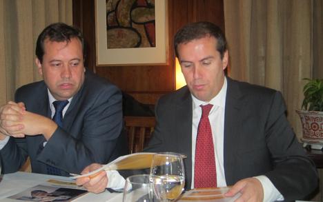A la izquierda, el director de A3E, Antonio López-Nava junto a el Manuel Sayagués, presidente de A3E