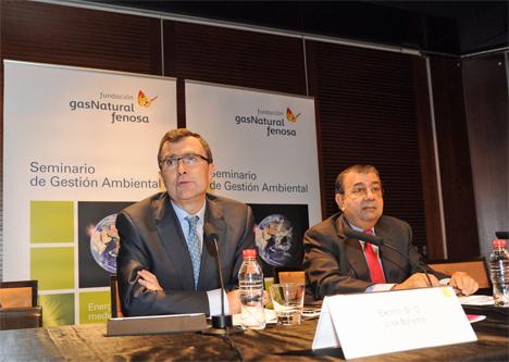 El consejero de Universidades, Empresa e Investigación, José Ballesta, y el director general de la Fundación Gas Natural Fenosa, Pedro Fábregas