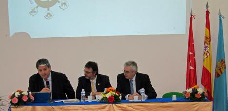 José Luis Sanz, secretario general de la Federación Madrileña de Municipios, Eduardo Sanchez Tomé, presidente de AMI y el alcalde de El Molar, Emilio de Frutos