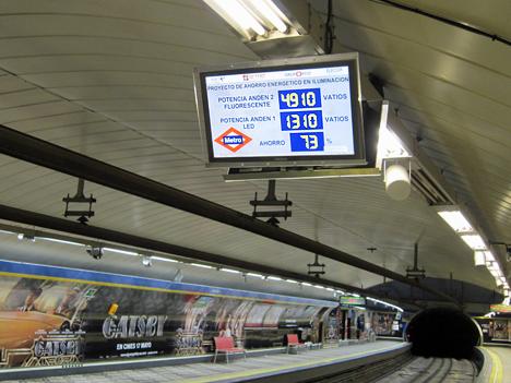 Panel informativo en la estación de Callao de Metro de Madrid.