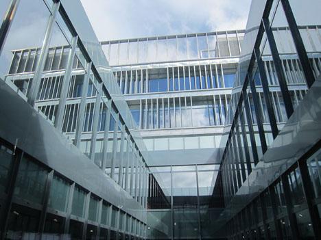 Patio interior de las oficinas de Makro en el Paseo Imperial de Madrid