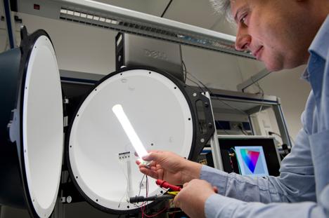 Nueva lámpara LED de color blanco cálido de Philips