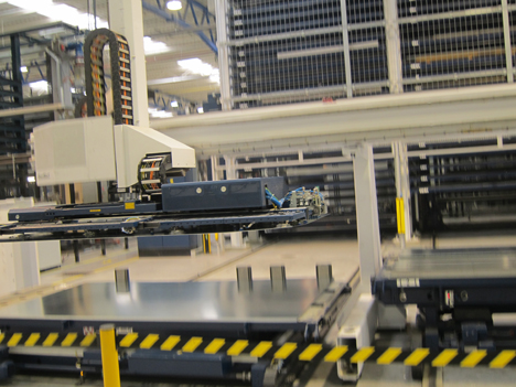 Máquina trabajando en la elaboración de un ascensor de ThyssenKrupp