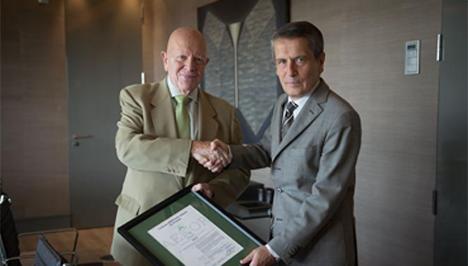El presidente de AENOR, Manuel López Cachero (izda.) y el Consejero Delegado de Endesa, Andrea Brentan.