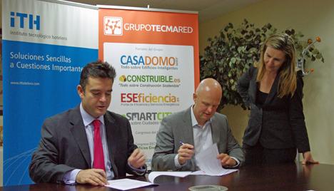 Álvaro Carrillo de Albornoz, Director General del ITH, Stefan Junestrand, Director General del Grupo Tecma Red e Inés Leal, Directora de Desarrollo de Negocio de Grupo Tecma Red, en la firma del acuerdo