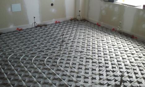 Suelo radiante en una vivienda de Almeria con instalación geotérmica de Vaillant