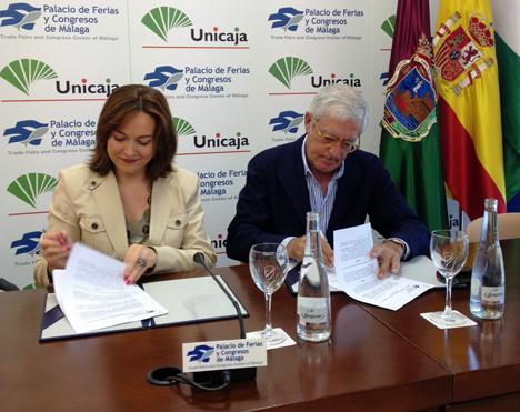 La concejala del Área de Economía, Hacienda y Personal del Ayuntamiento de Málaga, María del Mar Martín Rojo, y el presidente de Eticom, Baltasar Fernández, han firmado un acuerdo de colaboración