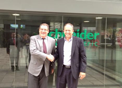 Patrick Gaonach, Country President de Schneider Electric para la Zona Ibérica, y Juan Molas, Presidente del Instituto Tecnológico Hotelero, han formalizado el acuerdo