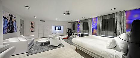 Habitación de hotel controlada por Philips Dynalite