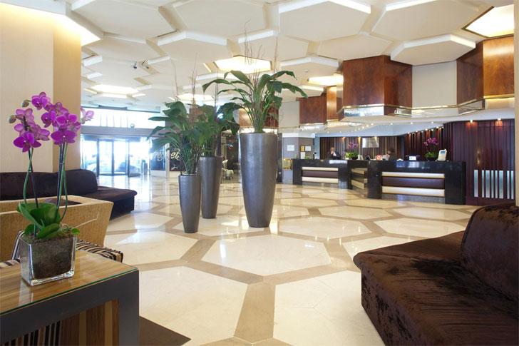 hotel eficiente hall