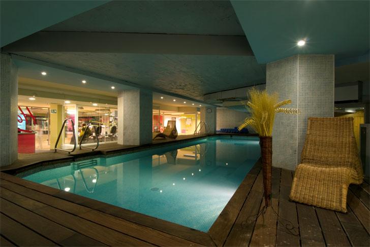 hotel eficiente piscina