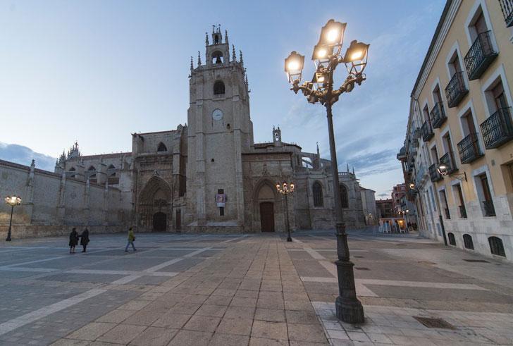 Iluminación en plaza