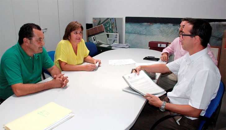 Firma del acuerdo entre el Ayuntamiento de Yaiza y la empresa Imesapi