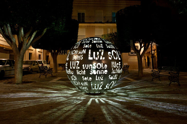 Escultura iluminada con LED