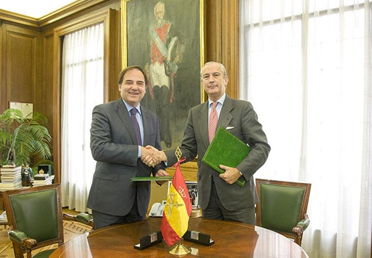 Firma del acuerdo entre Gas Natural y la Guardia Civil.