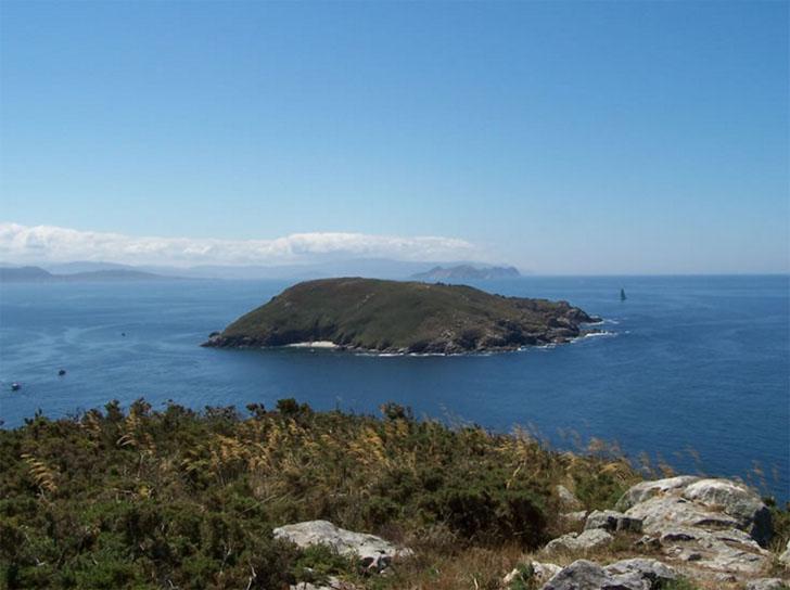 Parque Nacional de las Islas Atlánticas. Camping de Ons. Primer camping autosostenible en Galicia.