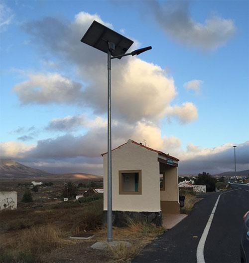 Marquesinas con farolas solares Led en la Isla de Fuerteventura instaladas por el Cabildo.