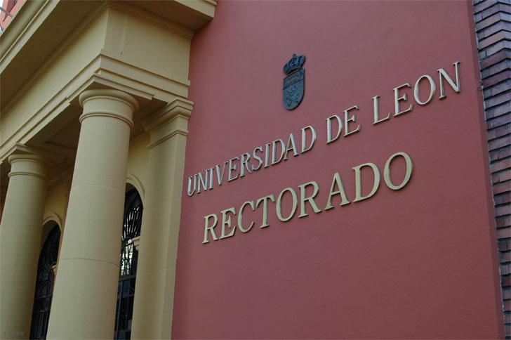 Junta de Castilla y León firma un protocolo de colaboración con Universidades de León , Burgos y Valladolid para actuaciones de mejora en la gestión medioambienta. Rectorado Universidad de León.
