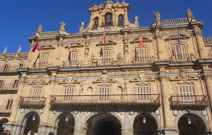 Ayuntamiento de Salamanca. La Comisión de Bienes y Contratación aprueba el suministro e instalación de válvulas termostáticas en edificios municipales.