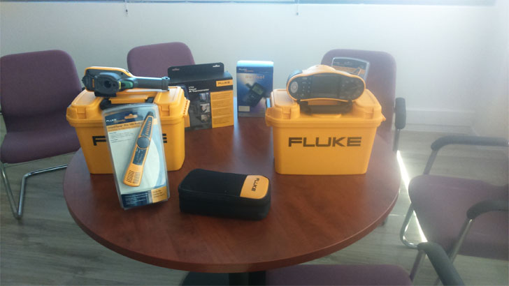 Fluke dona equipos de medida de altas prestaciones para los cursos de formación de APIEM: