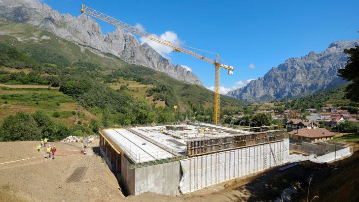 Obras de construcción del Centro de Visitantes de Picos de Europa en León, con máxima eficiencia energética.