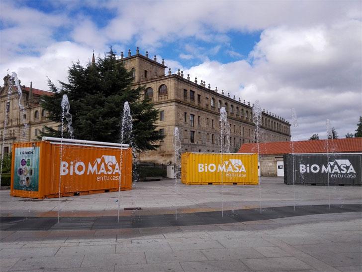 La exposicion itinerante divugativa Biomasa en Tu Casa de Avebiom e IDAE llega a Galicia. Monforte de Lemos (Lugo).