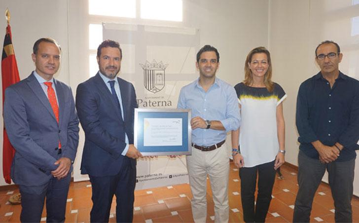 Ayuntamiento de Paterna recibe el certificado de energía 100% renovable.