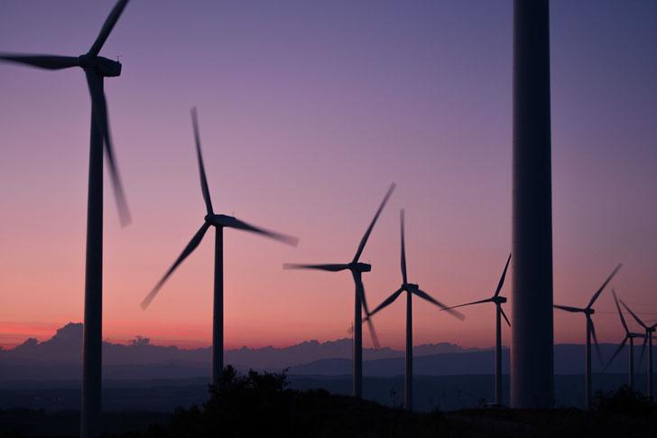 Minetur estima que España se encuentra en muy por encima de la senda prevista para lograr el objetivo del 20% de renovables en el consumo total de energía en 2020.