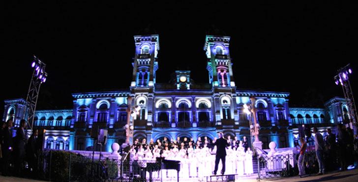 Ayuntamiento de San Sebastián estrena iluminación con 222 luminarias LED en la fachada principal. Proyecto de Iberdrola.
