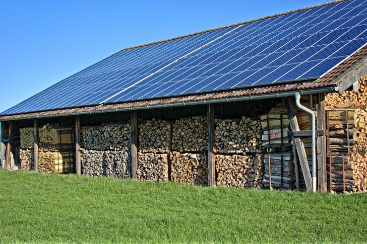 Ecovatios promueve el autoconsumo de energía renovable en empresas con un servicio online que permite calcular el potencial de autogeneración de sus cubiertas.