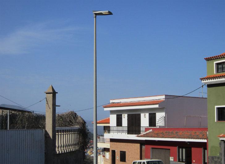 San Juan de la Rambla apuesta por ahorro eléctrico sustituyendo 80 puntos de luz del barrio Las Rosas por luminarias con tecnología LED.