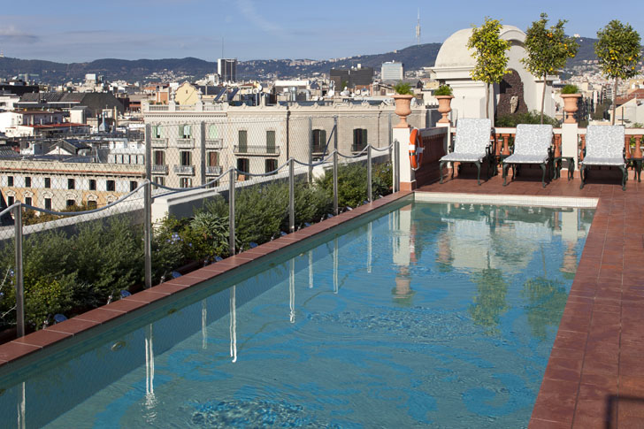 Buderus suministra energía para calefacción y acs en el Palace Hotel Barcelona. Piscina.
