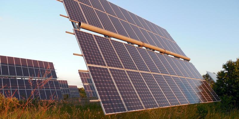 Con el objetivo de avanzar en el cumplimiento de los objetivos contra el cambio climático, el Gobierno tiene previsto impulsar la introducción de nueva energía renovable en el sistema eléctrico.
