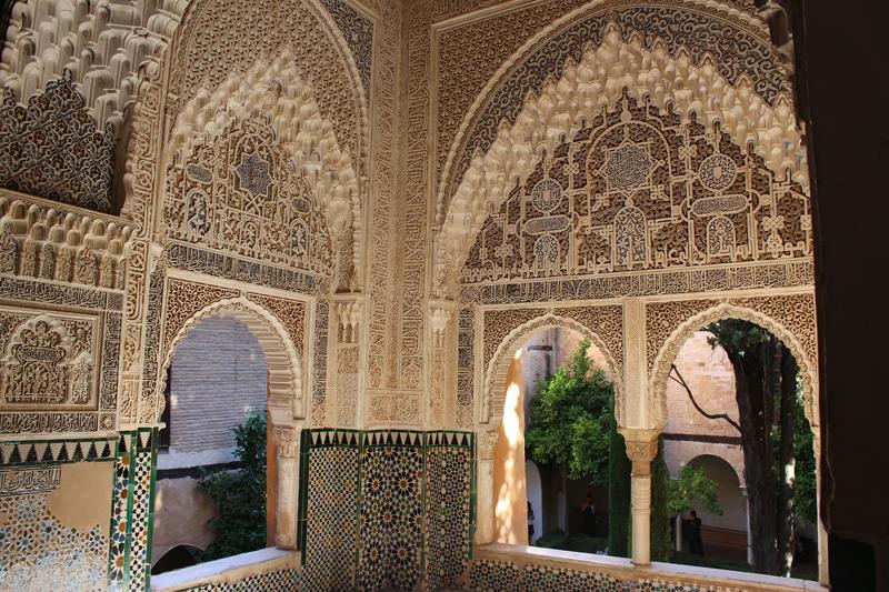 Arcos moriscos de La Alhambra de Granada.