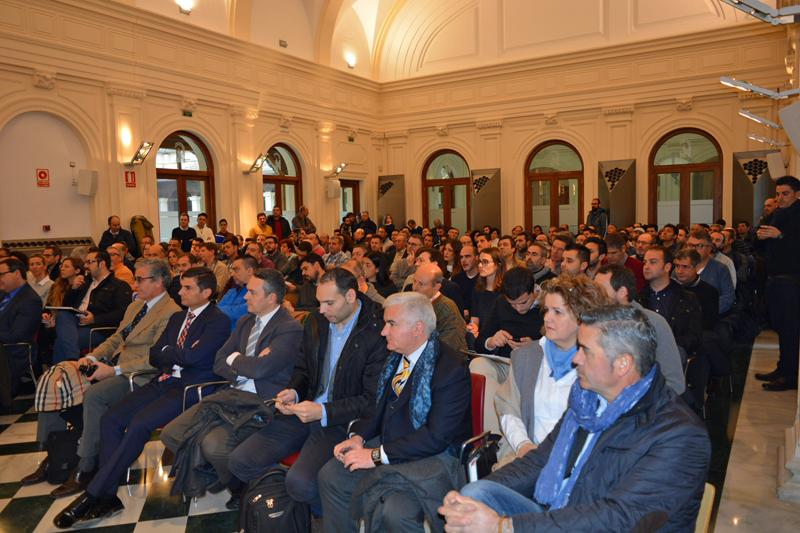 Público asistente a jornada informativa sobre incentivos al desarrollo sostenible en Andalucía.