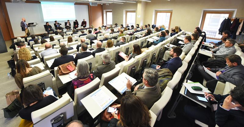 Mesa Redonda de la Jornada de Presentación del III Congreso Edificios Inteligentes en el COAM.