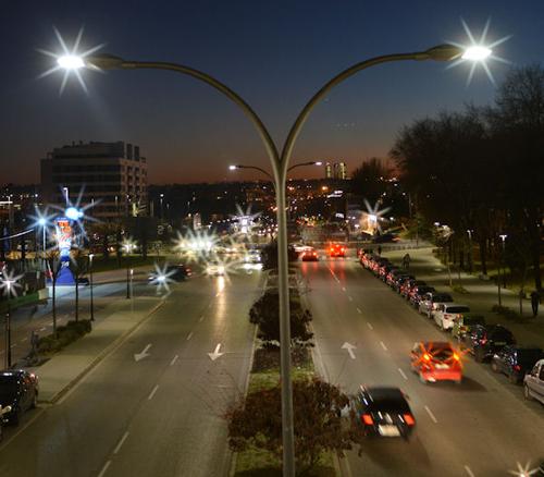 Avenida de la localidad de San Sebastián de los Reyes con iluminación LED.