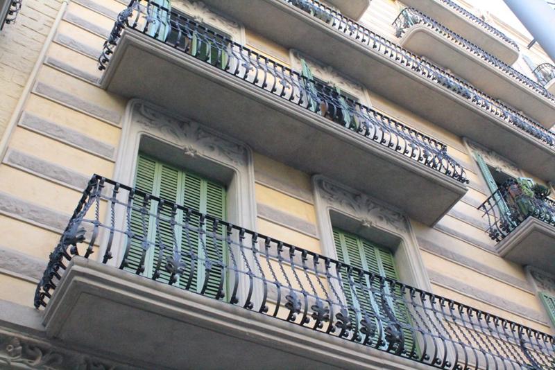 Fachada de un edificio antiguo de Barcelona.