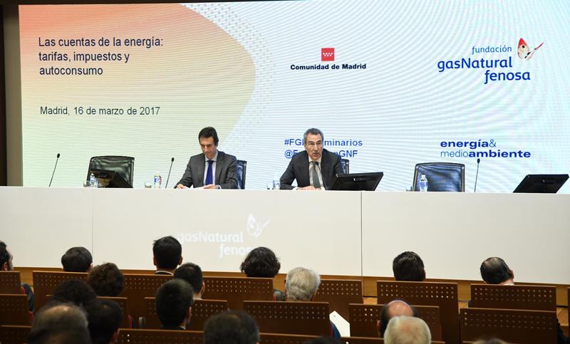 """Participantes en el seminario de Fundación Gas Natural Fenosa sobre """"Las cuentas de la energía""""."""