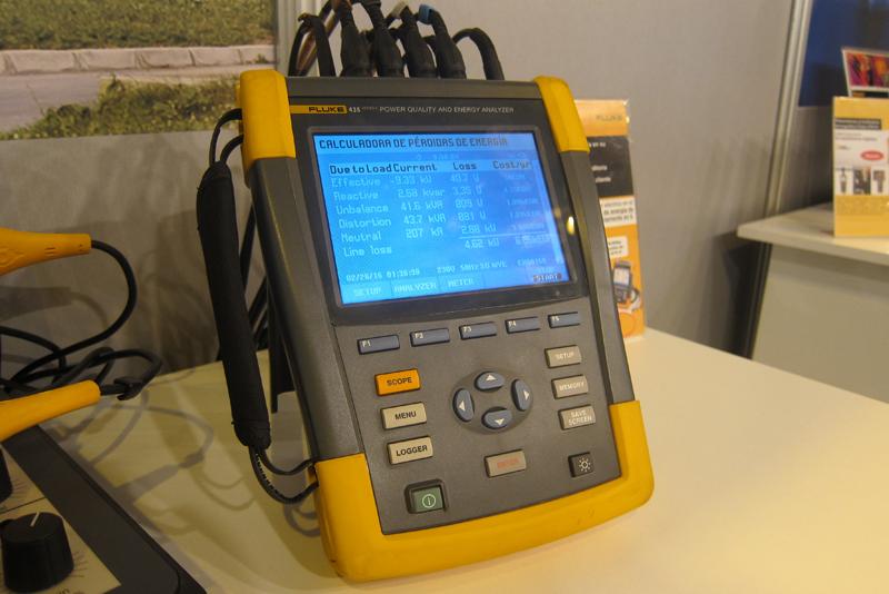 Stand de Fluke en Genera 2017, donde se presentó el registrador registrador trifásico de consumo eléctrico, Fluke 435.