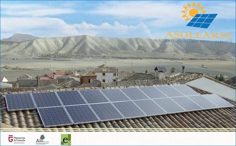Instalación de autoconsumo fotovoltaico sobre el tejado de una vivienda. Campaña Asolearte de la Diputación de Granada.