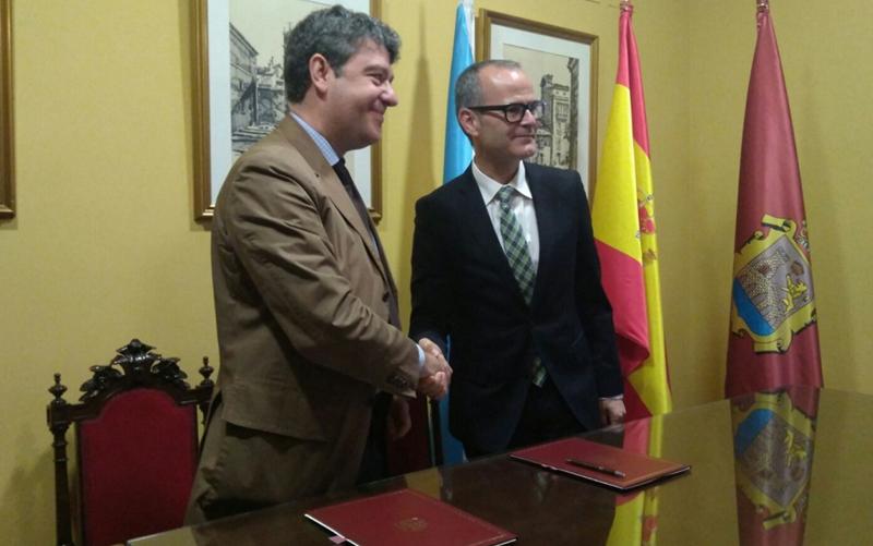 Firma del Acuerdo entre Álvaro Nadal, Minetad, y Ayuntamiento de Orense para impulsar la Geotermia en la ciudad.
