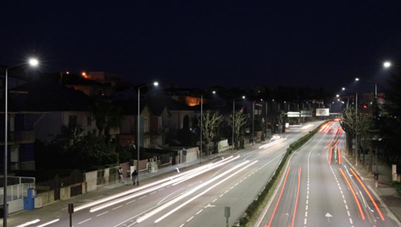 Calle con luminarias de Schréder.